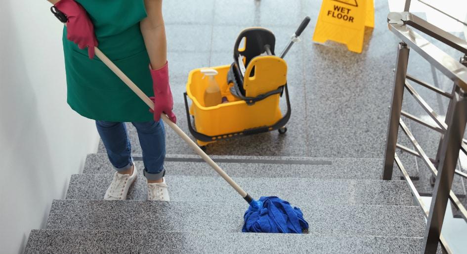 زمان نظافت منزل